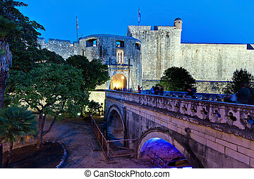 croatia, dubrovnik, pile gate - the city of dubrovnik in...
