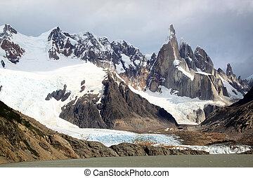 Chalten - Lake and mountain near El Chalten, Argentina