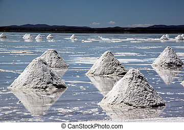 Salt lake Uyuni - Salt piramids on the surface of lake Uyuni...