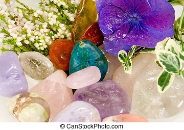 piedras preciosas, terapia, flores