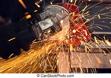 How to use a circular saw to make beautiful sparks