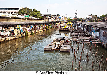 people are living along the artificial canals in Bangkok