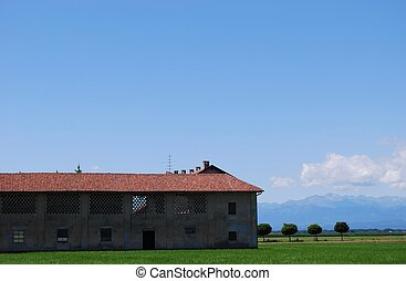 Farm and flat farmland - Farm house and flat farmland in...