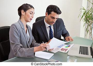 ventas, personas, trabajando, cuaderno