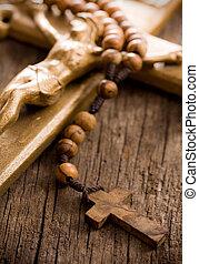madeira, rosário, contas, crucifixo