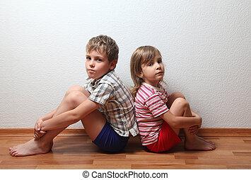 pensativo, Menino, menina, lar, roupas, sentando, costas,...