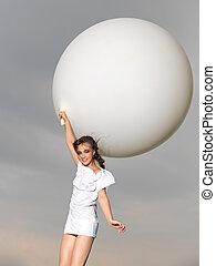 feliz, mujer, Saltar, grande, blanco, globo