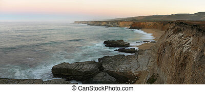 Beautiful California Cliffs, near Santa Cruz, at calm foggy...