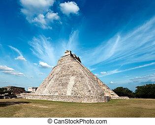 Ancient mayan pyramid (Pyramid of the Magician, Adivino) in Uxmal, Mexico