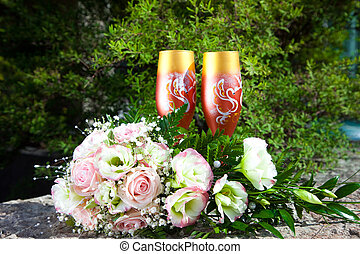 bouquet of bride and glasses with champagne - Composition...