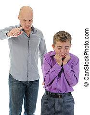 estricto, padre, punishes, el suyo, hijo