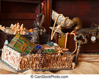 vintage treasure chests with old jewellery - Few vintage...