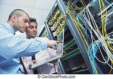 it enineers in network server room - group of young business...