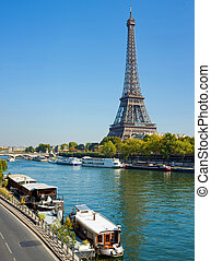 View of a living barge on the Seine in Paris - Panoramic...
