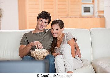 pareja, palomitas, sofá, Mirar, Película