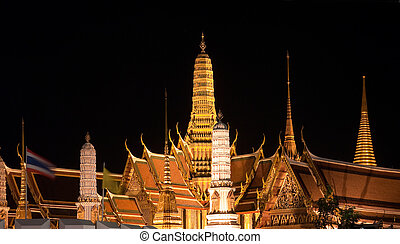 Wat Phra Kaew in Bangkok at night - Wat Phra Kaew in...