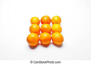 oranges organised in square pattern - oranges organised in...