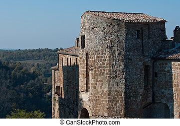Sorano - Citta del tufo - la fortezza Orsini domina il borgo