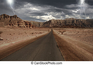Narrow road through the desert in Israel - View on narrow...