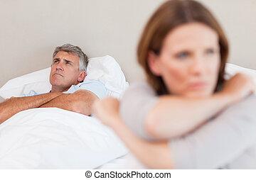 primeiro plano, seu, esposa, cama, triste, homem