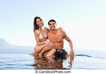 feliz, pareja, Sentado, piscina, borde