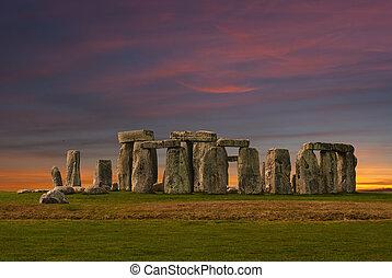 Stonehenge at sunset - Photography of Stonehenge at the...