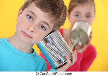 dos, niños, Hablar, por, ligado, latas
