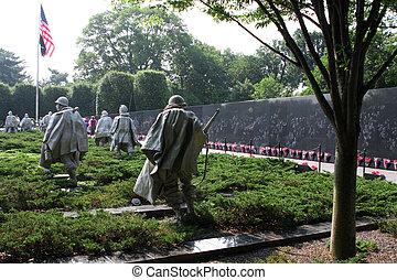 Sculptures at Korean war veterans memorial