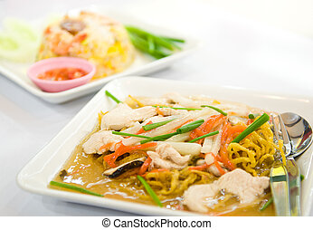Rat-na,Yellow noodle and pork in Thai-Chinese style food