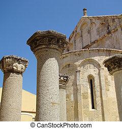 antique architecture - roman column, Basilica di San Gavino,...