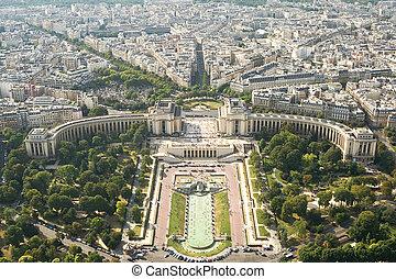Kind to Paris from Tour d'Eiffel