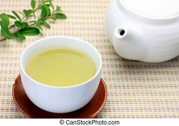 green tea - This is green tea and a teapot. It is Japanese...