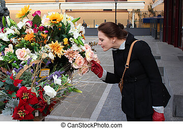 mulher, cheirando, coloridos, flores