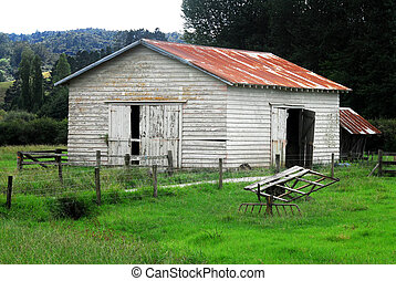 Old Barn New Zealand - Old barn on a farm in North Island of...