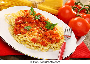 Spaghetti with tomato sauce. - Spaghetti with sauce and ripe...