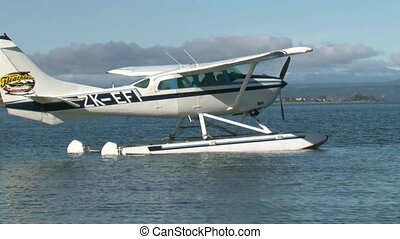 Floatplane Taking off - Floatplane taking off on Lake Taupo