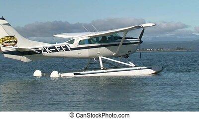 Floatplane Taking off - Floatplane taking off on Lake Taupo