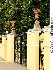 Front gate to the estate - Openwork gates with columns in...