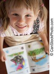 Feliz, menina, leitura, livro