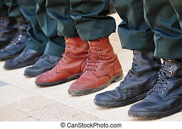 ejército, botas, estante, afuera, multitud