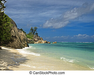 Deserted tropical beach - Picture of empty tropical beach at...