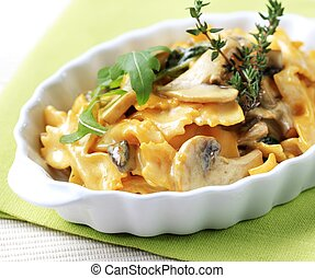 Farfalle with mushrooms and cream sauce - detail