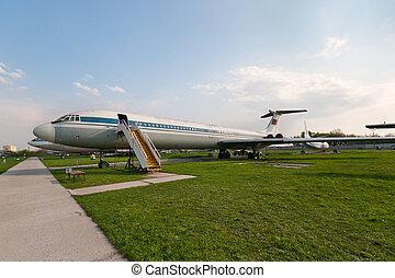 Ilyushin Il-62 plane - Ilyushin Il-62 soviet civil plane