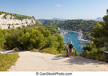 Hiking the calanques of Cassis - Hiking the beautiful...