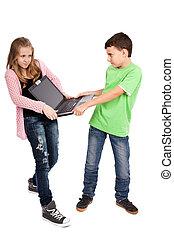 niños, lucha, encima, computador portatil