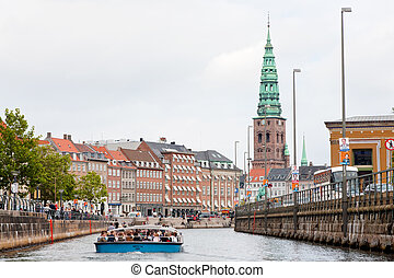 boat guided tour on Frederiksholms Kanal, in Copenhagen -...