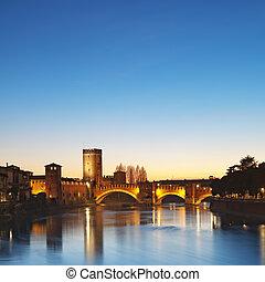 Castelvecchio at night