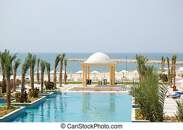 Swiming pool and beach area, UAE - Swiming pool and beach...