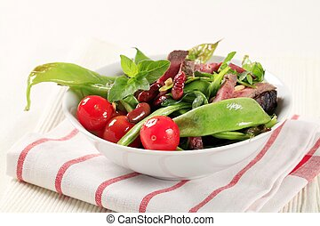 Vegetable salad with strips of beef