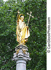 St Paul - Golden St Paul statue monument in London